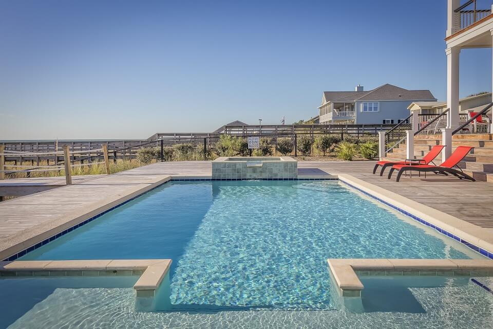 Fall is the best time to hire pool builders for a number of reasons.